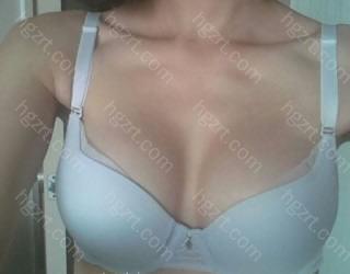 我得买一些新的漂亮的胸罩了