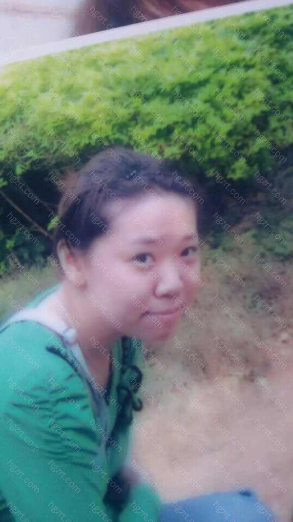 这个就是我,我的18岁 海南猴子岛,当时地上蹲着个猴子,我跟猴子长得很相似。