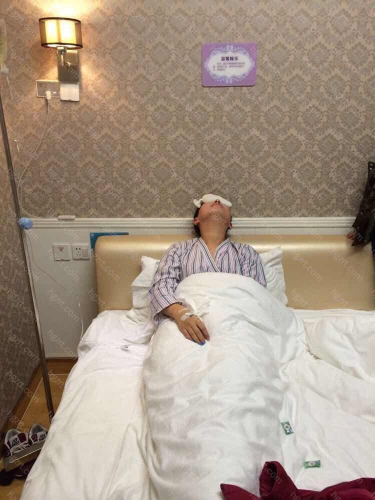 这是在医院里掉盐水  坐标杭州的