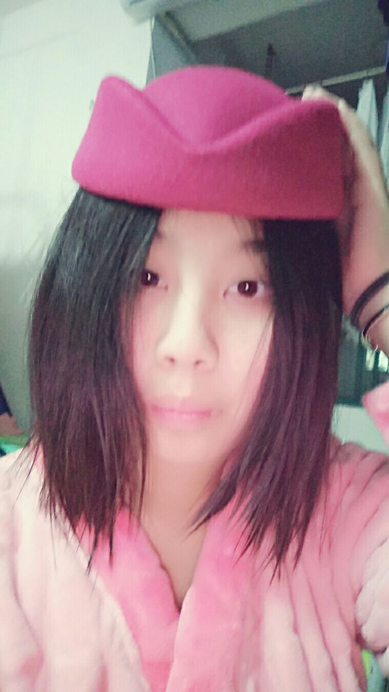 割双眼皮要多久恢复,要把头发盘起来然后穿上系服和黑色高跟,感觉帽子好丑啊。