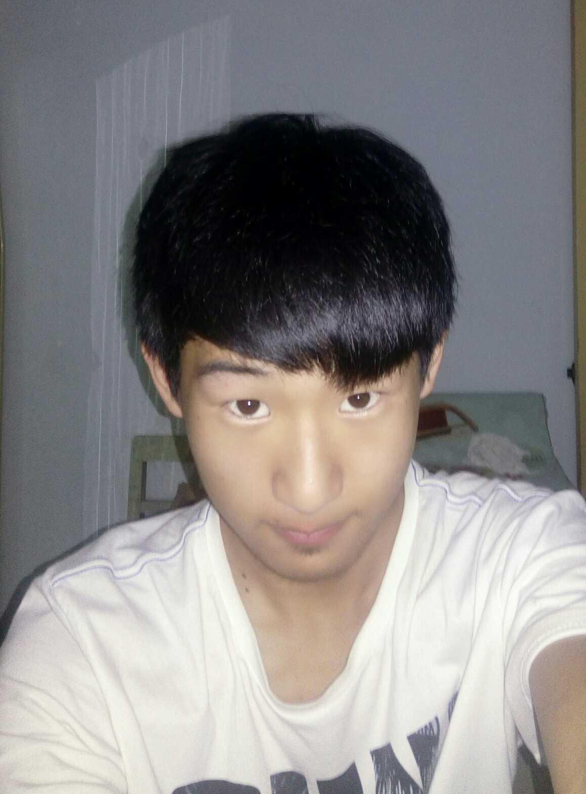 大家好做双眼皮多久能消肿?适合切开还是埋线,谢谢,哦对,还有韩式三点对吧
