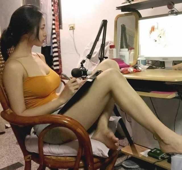 中国台湾最胸showgirl爱健身 前凸后翘太养眼!