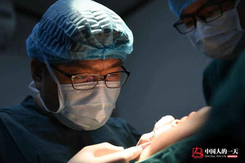中国整形市场井喷 韩国医生救场