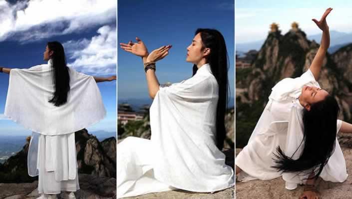 瑜伽女神2200米悬崖绝壁修炼 挑战高难度动作