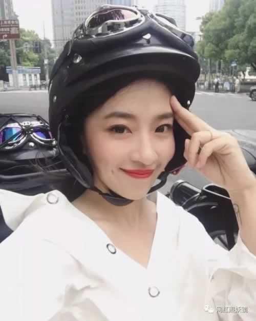 整形变美妆博主连刘亦菲都关注她? 下