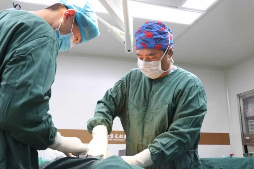 我是在北京长虹医疗美容医院做的隆鼻,整个颜值都提升了好几个档次