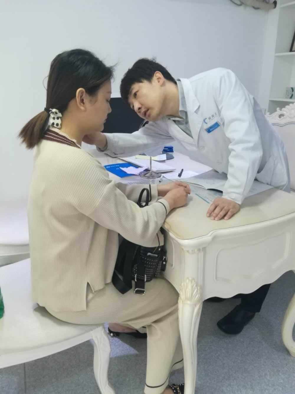 武汉洪山爱美汇门诊部给我做的面部吸脂瘦脸真的是立竿见影,现在脸上的肉真的没了。