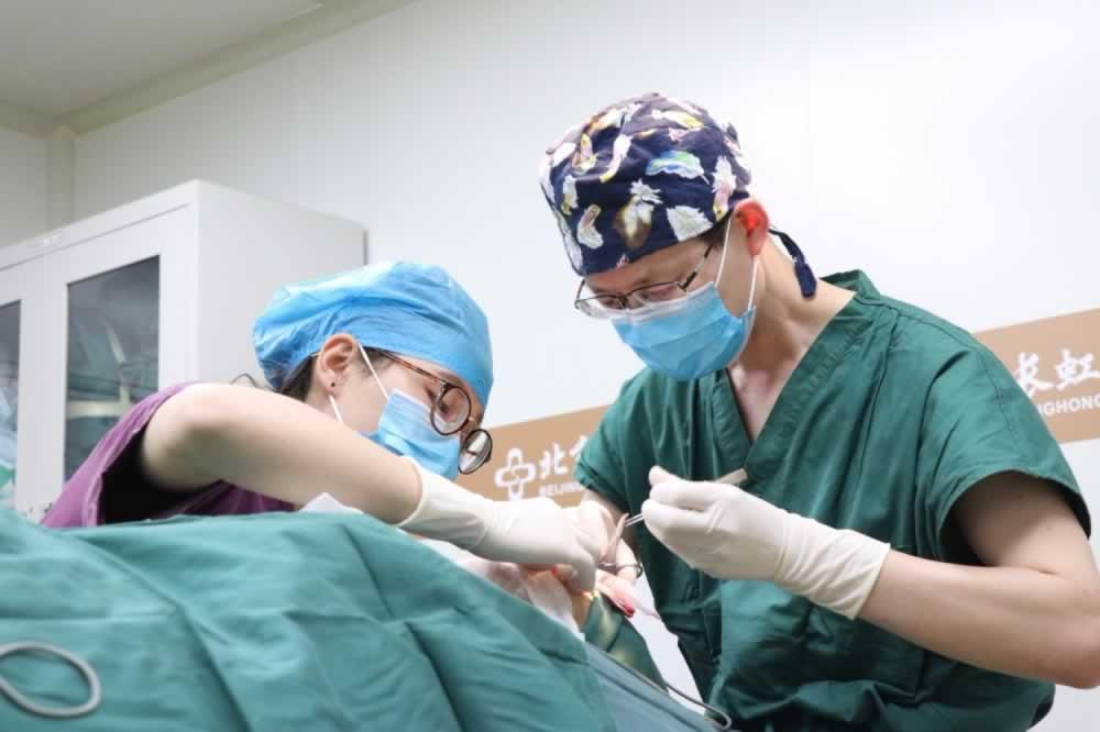 在北京长虹医院做的唇部整形效果让我很惊喜,现在的嘴唇变得好性感。