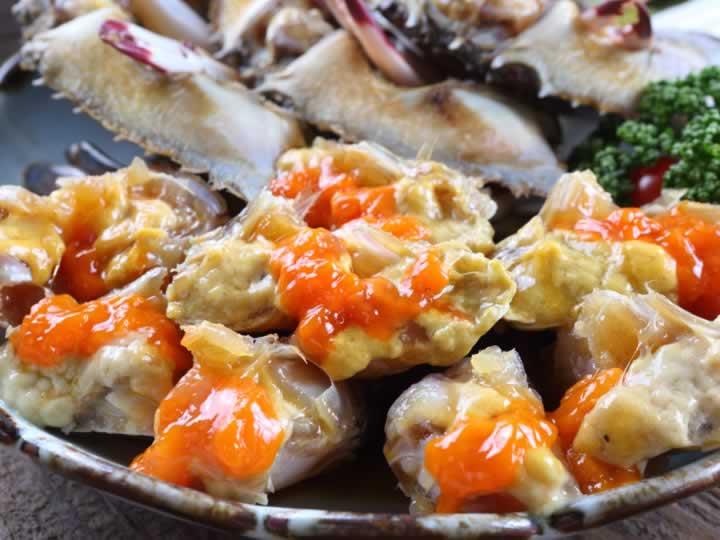 地处明洞,全年无休!从供您海吃的地道烤肉套餐到美味酱蟹,一应俱全!