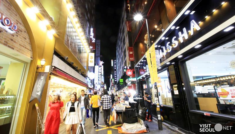 韩国首尔市中区明洞大街,简直是女生们的购物天堂啊