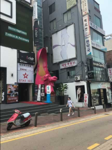 韩国首尔梨大时尚购物街,离首尔梨花女子大学非常近