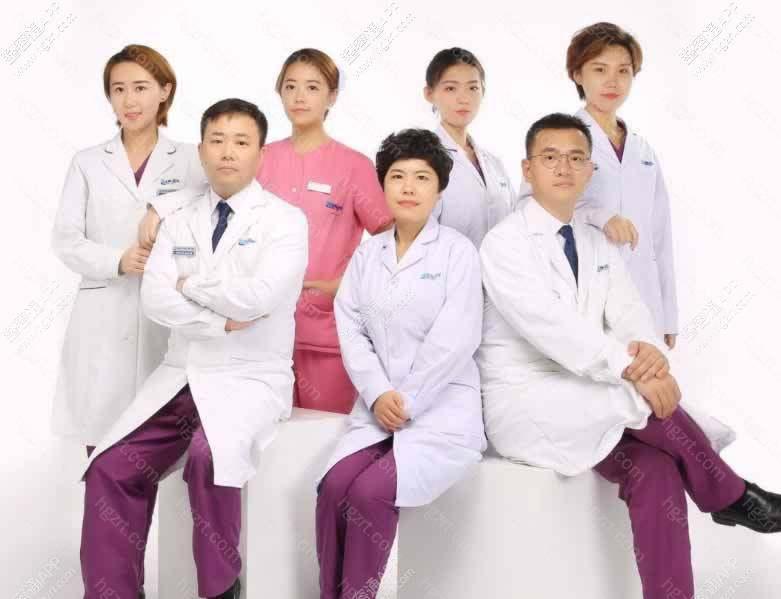 医院下设牙齿种植、牙齿矫正、牙齿美容、牙周牙体、口腔保健及儿童口腔等诊疗中心