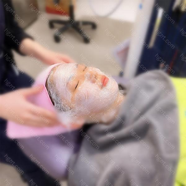 赶紧安排了时下最火修复能力快的射频微针皮肤管理