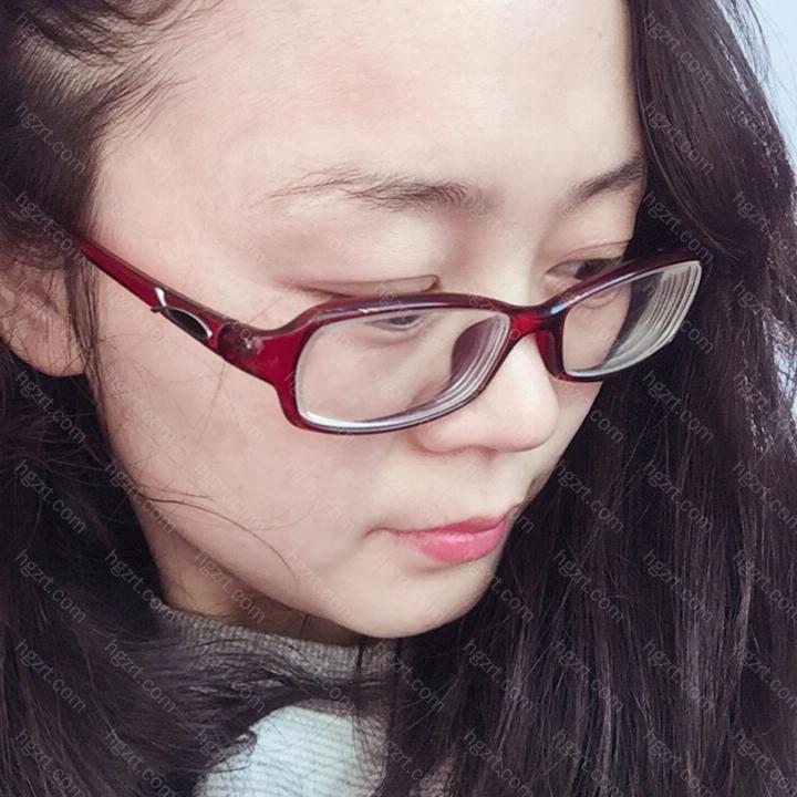 还是留着斜刘海挡着自己比较高凸的额头