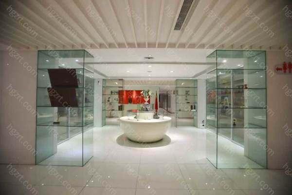 美贝尔美容医疗医院门诊创立于2017年9月28日,是美贝尔(我国)在西部地区关键的一家旗舰型整形美容医院,位于风景秀丽的贵阳南明区观水道46号,医院总面积近5000多平方米。