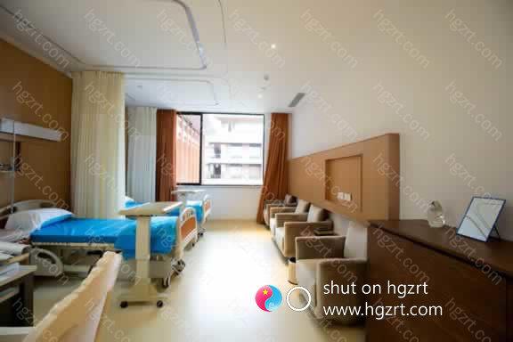 JK整形美容外科医院门诊在十几年间根据整体实力获得了病人的信任和各界人士的称赞,在这个基础上大家会秉着病人高于一切的核心理念再接再厉。