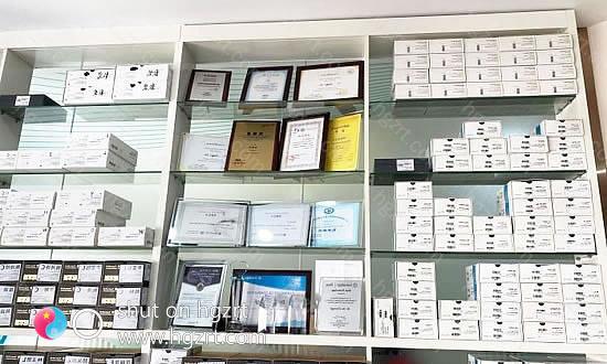 维乐齿科所用的材料都是正规的,并且与多个厂家有合作关系,不断的开展技术交流,提高院内的综合水平,在当地口碑颇高。