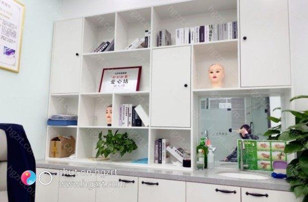 沈阳华美植发医院是在辽宁地区的植发医院中算是比较好的医院,医院开展育发、防脱、种植为一体的医院。医院不仅是为了种植而种植头发,更加主要是根据毛发的生长规律而研究种植技术。