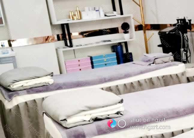 在漳州维多利亚医疗美容医院遇见更美的自己,高端的技术可以咱十分钟让你不做斑女人,只要可以确认的斑点就可以去掉。