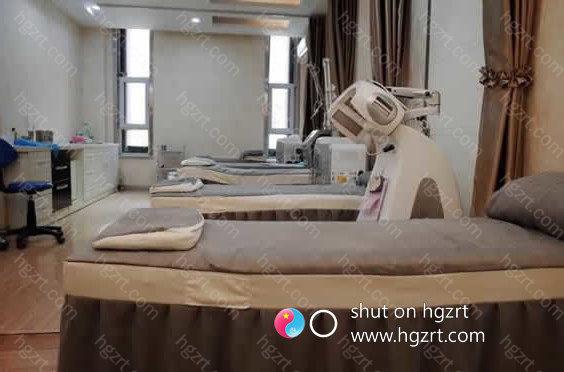 新疆省乌鲁木齐市王共礼诊疗美容门诊部的医师全是历经了很多年的临床医学手术治疗工作经验累积,使自身的技术性也有审美观都持续的趋向完善,持续的汲取更为合理且简单的技术性方式。
