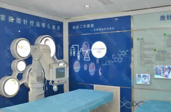 哈尔滨瑞丽植发医院一直秉持严谨的心态,使它不断融入瑞丽整形美容医院医疗团队每一位医师的中,坚持不断优化技术,注重细节,细心服务。