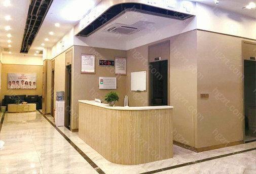 惠州汇美华鑫医疗美容总面积约1千多平方左右,属于当地一家规模较大的医美门诊部,在西南地区有着特别好的口碑,深得当地顾客的喜欢。