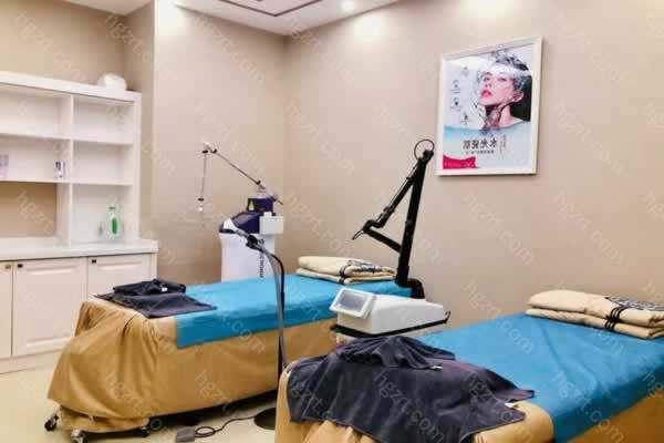惠州汇美华鑫医疗美容不仅有身体塑性,面部整形美容方面的项目,还有口腔牙科美容,本院的医生团队都是专业的整形外科医生,手术经验丰富,用心打造每一例手术。