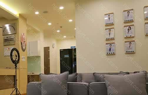 深圳贝漾美天医疗美容门诊部实力可用医院荣耀见证,获得各项荣誉证书,其中包括安全信用认证机构、亚太区临床操作基地等证书。