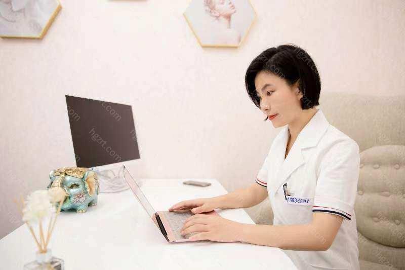 北京丽星翼美医疗美容诊所主要以整形中心和注入管理中心为主导,激光皮肤医治为辅助,依据消费者的不一样要求量身定做迅速又合理的解决方法。