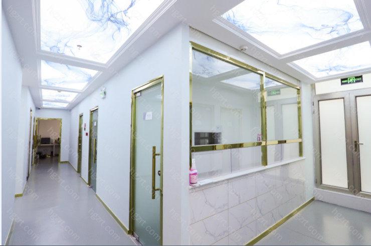 北京丽星翼美医疗美容将重归诊疗实质,着重医师技术性、诚实守信,手术前个性定制,整体的设计构思完成从表面、型体、心理状态、社交媒体、涵养等多方位的全方位漂亮提高,直到风采成长。