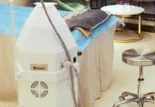信阳金霞美容门诊部可以点燃你的动人神采,他会介绍适合顾客的,不会只让顾客选择对的,比如隆鼻项目,首先会让顾客考虑硅胶,因为硅胶的价位亲民、韧性弹性较好,手感天然。