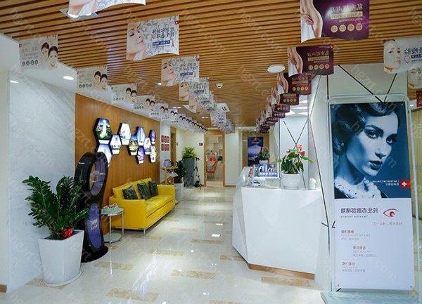 深圳瑞芙臣是私立的整形美容医院,但是机构很正规,实力很强大,是经过当地卫生部门批准的整形机构,瑞芙臣这个品牌的成立到现在已经有很多年的历史了,在当地的知名度和口碑都是比较好的。