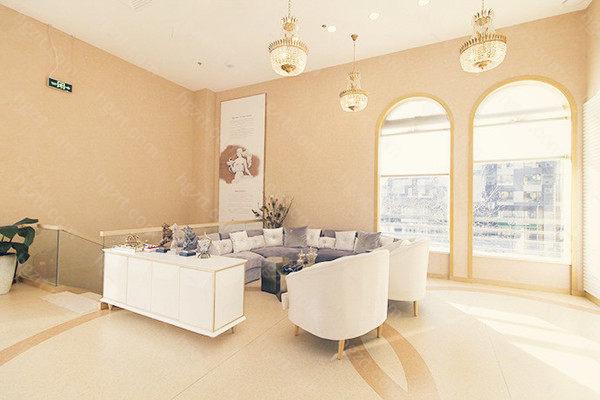 北京熙朵医疗美容门诊部注重艺术和品质的融合,专门定制个人化的就诊流程,提供一对一的私人医疗和美容治疗服务,为你提供宝贵的服务。
