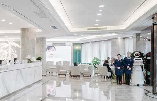 苏州美莱美容医院从1999年到现在,不断前进,用时间来塑造求美者的梦想,院内项目高达上百项。苏州美莱美容医院可以让你享受个性化的美学专属设计。