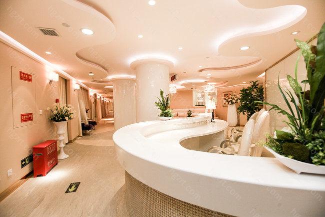 北京美莱是一家美容整形实力比较强的整形医院。医院开展了眼部整形、胸部整形、鼻部整形、面部整形、口腔美容等等手术科室能够全方位的为顾客打造出想要的美。