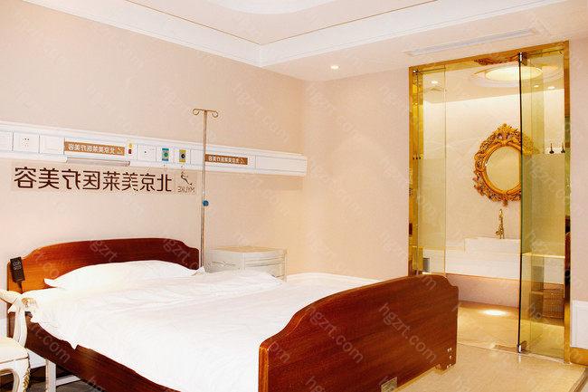 北京美莱凭着卓越的技术、优质的服务及满意的医疗效果受到社会各界人士的广泛喜爱,而且医院以优质的医疗服务理念和周到的服务态度为众多的追求美丽人员服务。