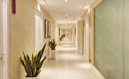 郑州美莱医疗美容医院的手术室布局合理,拥有无菌洁净的环境,以预防组织损伤、二次感染率的提高。