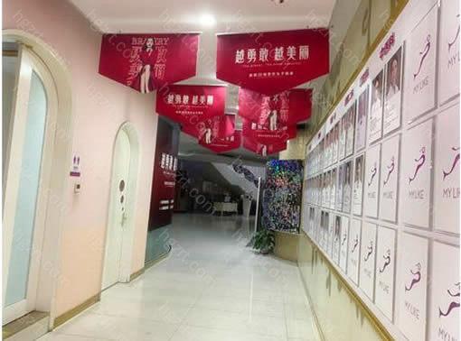 在广州美莱医疗美容门诊部爱美者可以享受个性化,人性化的服务,面诊也是一对一的专人接待,还拥有优雅的诊疗环境,以及术后管理服务,术后也无需担心。