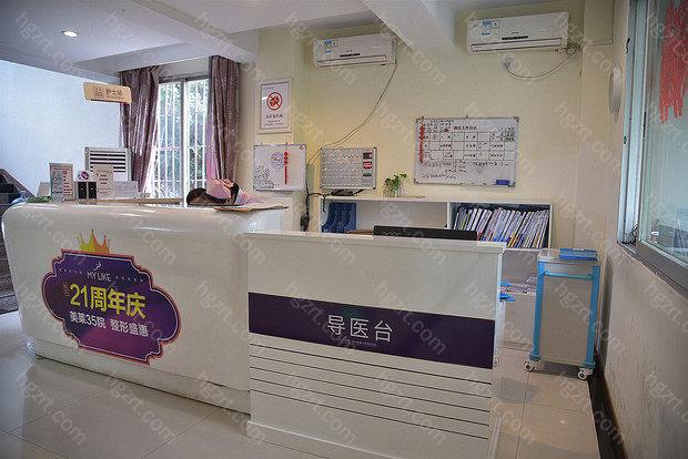 美莱集团成立于1999年,总部设立在上海,美莱Mylike,是国内比较大的整形连锁机构之一,也是比较具有行业影响力的。就在2009年,美莱集团收购了福州华美美容医院后,改名为福州美莱华美美容医院。
