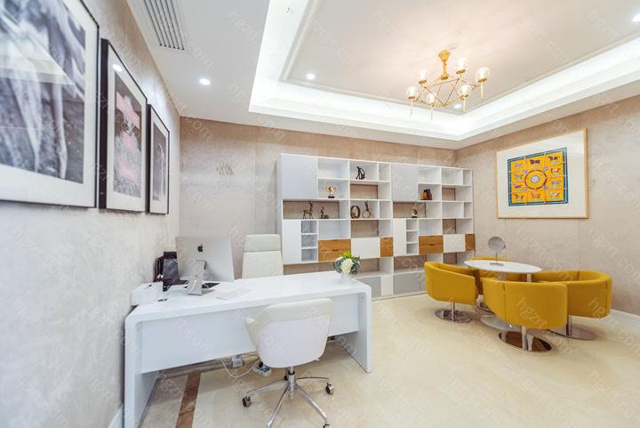 苏州紫馨医疗美容医院是我国整形美容订制医疗健康资源丰富多彩、医生工作经历高、为求美者提供高档医疗美容定制服务的医疗美容组织 。