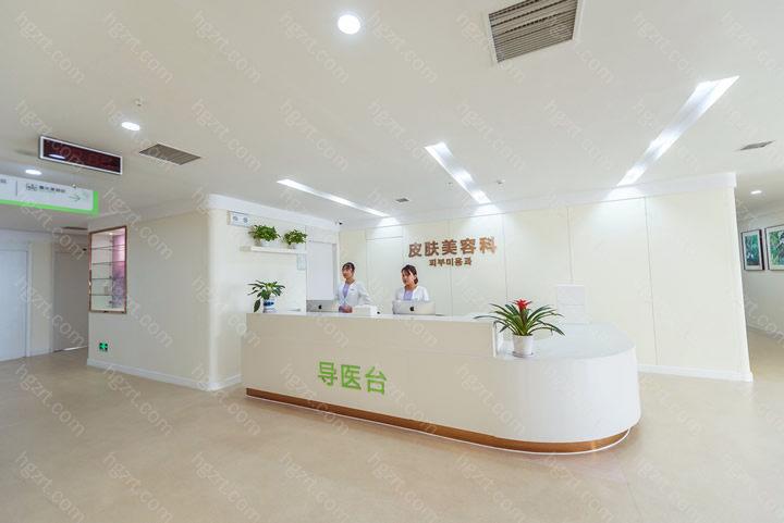 苏州紫馨医疗美容医院采取的是中韩双院长的制度,结集了多名中韩两国之间整形美容医师,彼此精英团队合力协作,为众多追求美丽人员出示了温馨、舒心的服务项目感受。