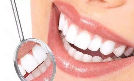 全瓷贴面的制作过程如下:1、检查:全面检查患者的牙齿