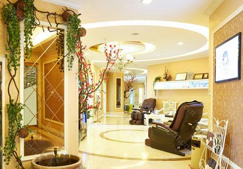 1、潍坊坤娜医疗美容医院是一家集学术交流、科学研究于一体的医疗美容医院