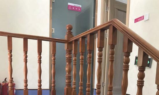 济南嘉丽医疗美容诊所楼梯拐角