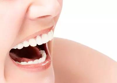 牙齿矫正多少钱?