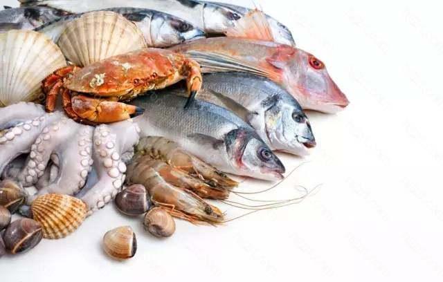 3、海鲜、热带水果等易导致过敏的食物