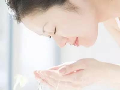 冷水和热水哪个护肤更好?千万别把脸洗坏了!