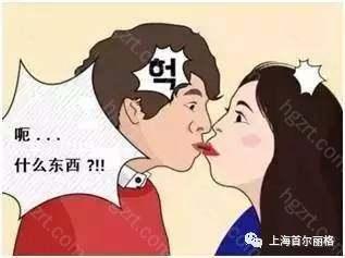 浪漫的亲吻不经意间变成尴尬......