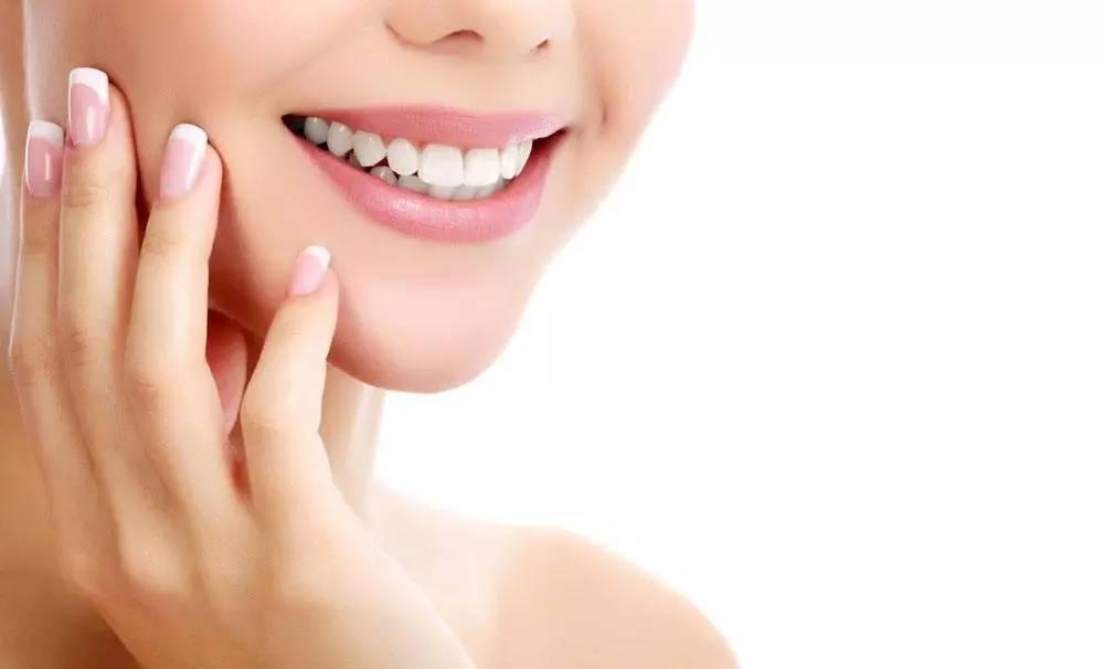 种植牙为什么要比活动义齿贵?