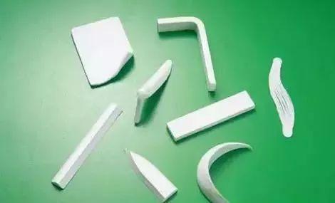 天津市解放军464医院整形科膨体隆鼻效果还还是硅胶好呢?